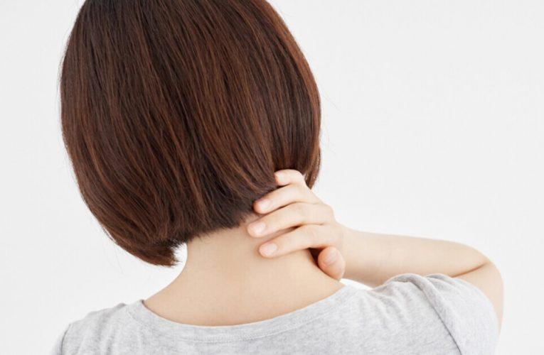 起床發現脖子無法轉到另一邊?改善落枕可刮一刮這些地方