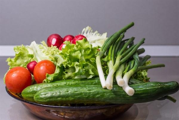 [新聞] 黃瓜放上層,西葫蘆放下層,論果蔬和冰箱的正確相處方式