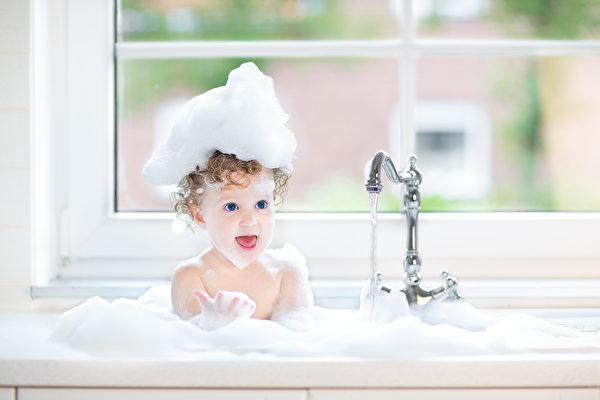 [新聞] 解決皮膚起皮瘙癢,洗澡這個基本功你真會嗎?