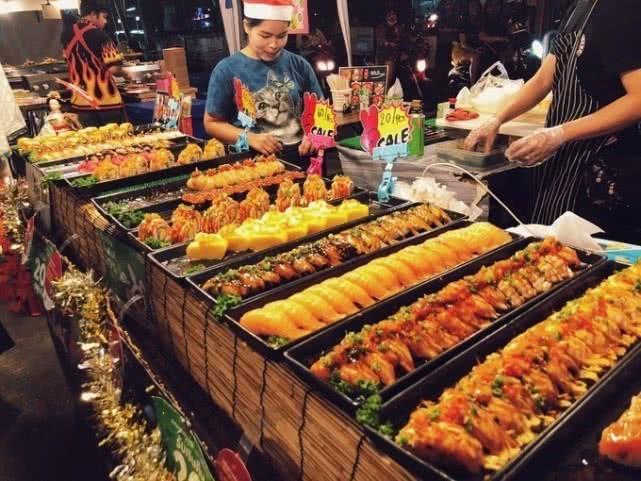 [新聞] 泰國最火爆夜市:幾年前30元能吃飽,如今300元都還不夠吃